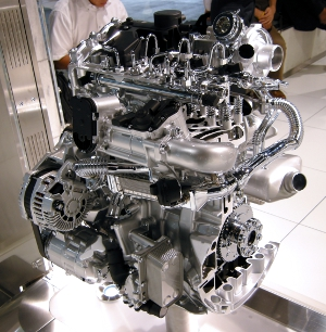 A cutaway photograph of Nissan M9R 2.0L Straight-4 DOHC Common rail Diesel Engine installed in 2nd genaration Nissan X-trail.